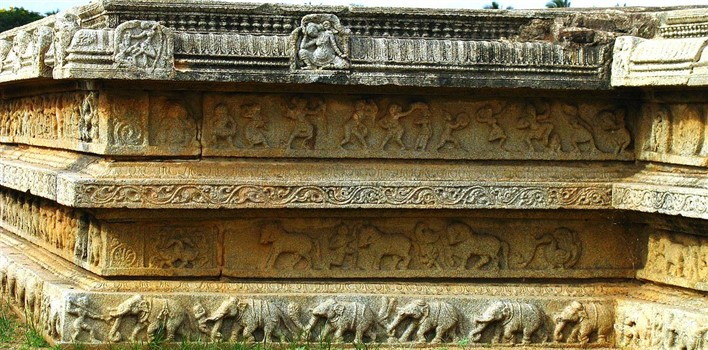 facts about Hmapi, Carvings in the royal enclosure. Photographer Soham Banerjee