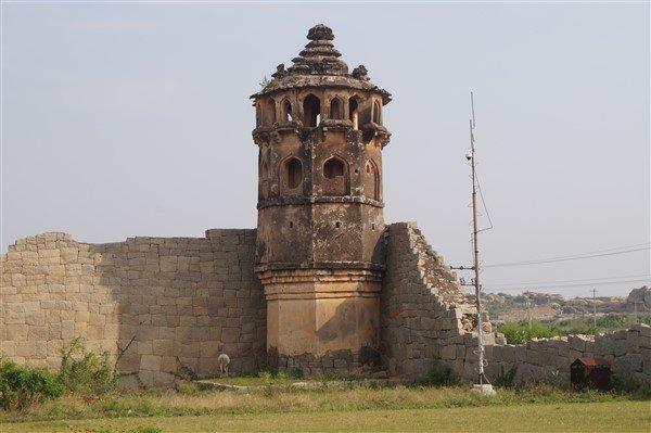 facts about Hampi, Watch Tower, Lotus Mahal, Hampi. Copyright Karnataka.com